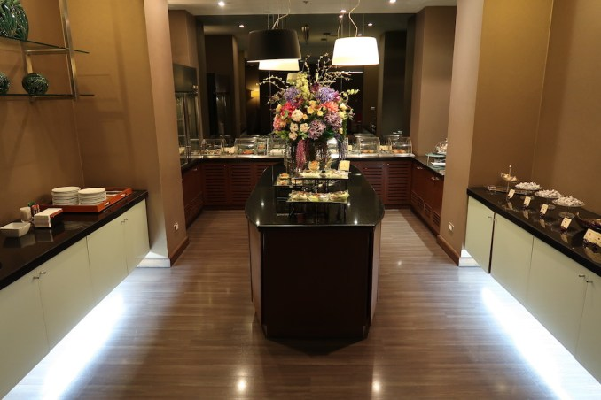 THAI FIRST CLASS LOUNGE: BUFFET