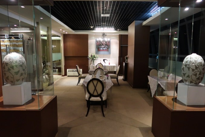 THAI FIRST CLASS LOUNGE: DINING ROOM