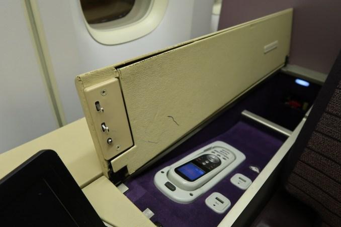 THAI AIRWAYS B747 FIRST CLASS SEAT: IFE CONTROL