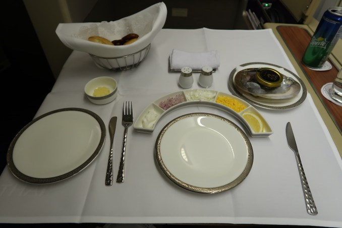 THAI AIRWAYS B747 FIRST CLASS DINNER: CAVIAR