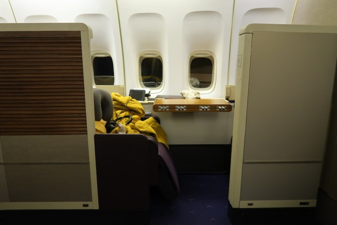 THAI AIRWAYS B747 FIRST CLASS SEAT (IN FLIGHT)