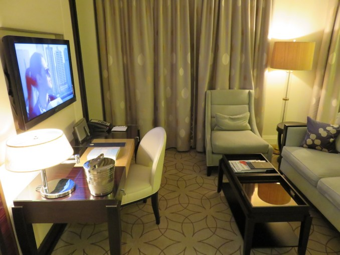 ROSEWOOD HOTEL GEORGIA: DELUXE ROOM AT NIGHT