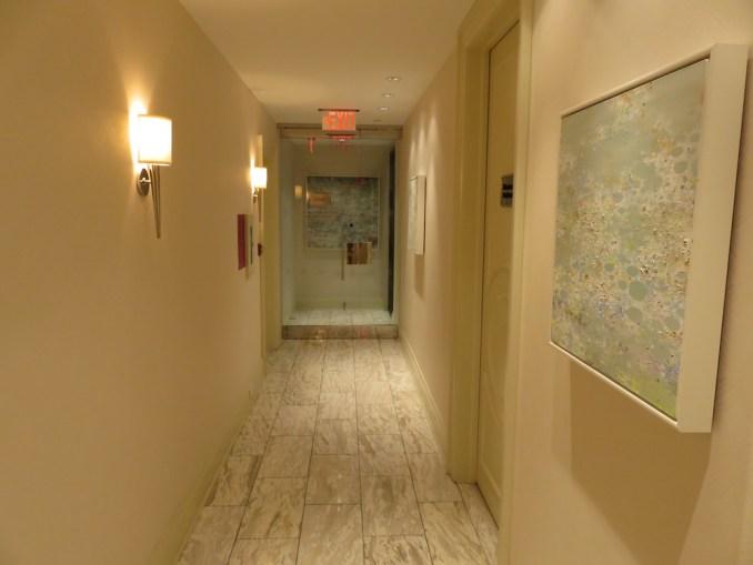 ROSEWOOD HOTEL GEORGIA: CORRIDOR TO POOL