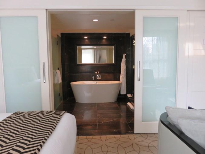 ROSEWOOD HOTEL GEORGIA: DELUXE ROOM - BATHROOM