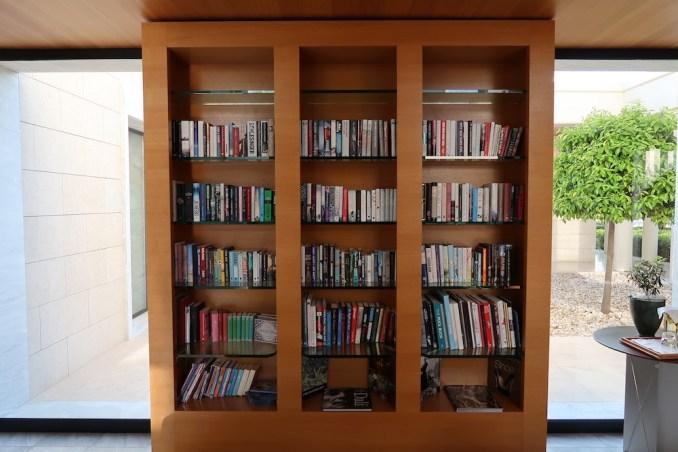 AMANZOE CENTRAL PAVILION: LIBRARY