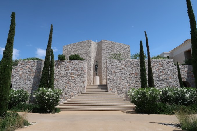 AMANZOE: STAIRS TO MAIN POOL