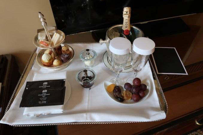 HOTEL GRANDE BRETAGNE: DELUXE ROOM - AFTERNOON TEA