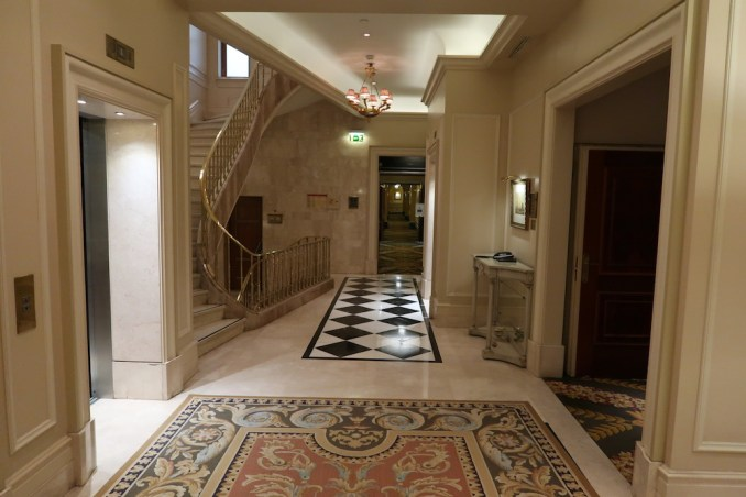 HOTEL GRANDE BRETAGNE: GUEST ROOM FLOOR