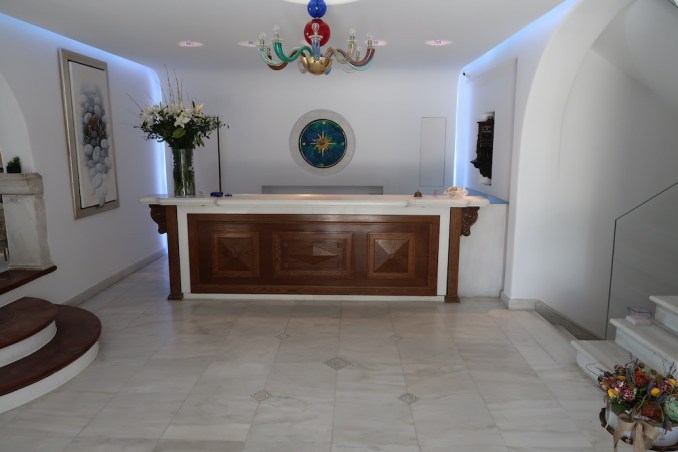 KIVOTOS MYKONOS: RECEPTION AREA