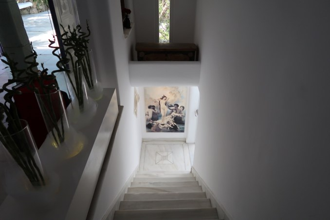KIVOTOS MYKONOS: STAIRS TO INNER COURTYARD