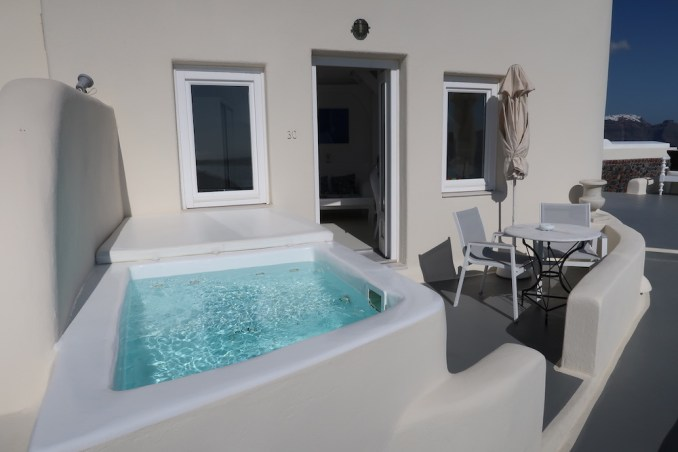 CANAVES OIA SUITES: SUPERIOR SUITE - TERRACE & PLUNGE POOL