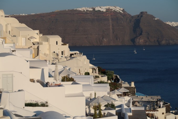 CANAVES OIA SUITES: EXTERIOR