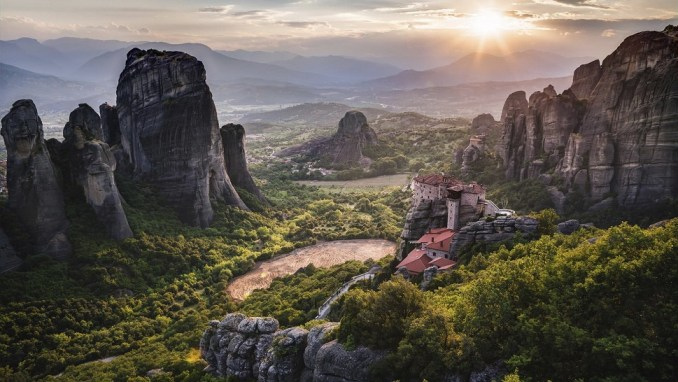 VISIT THE SPECTACULAR SANDSTONES AT METEORA
