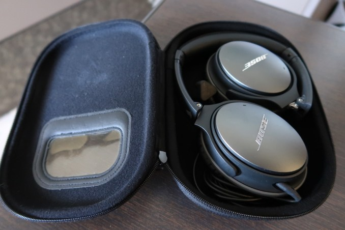 SINGAPORE AIRLINES A380 FIRST CLASS - HEADPHONES