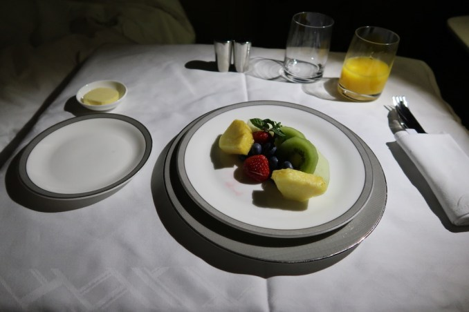 SINGAPORE AIRLINES A380 FIRST CLASS - BREAKFAST