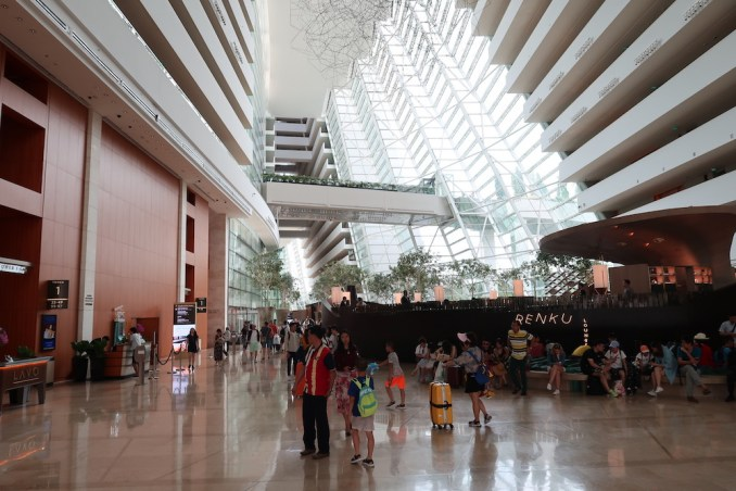 MARINA BAY SANDS: LOBBY