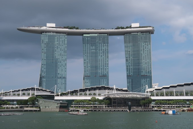 MARINA BAY SANDS: EXTERIOR