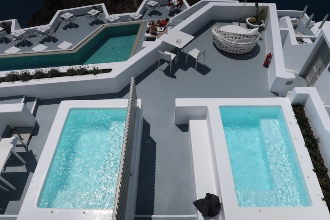 GRACE SANTORINI: ACCOMMODATIONS
