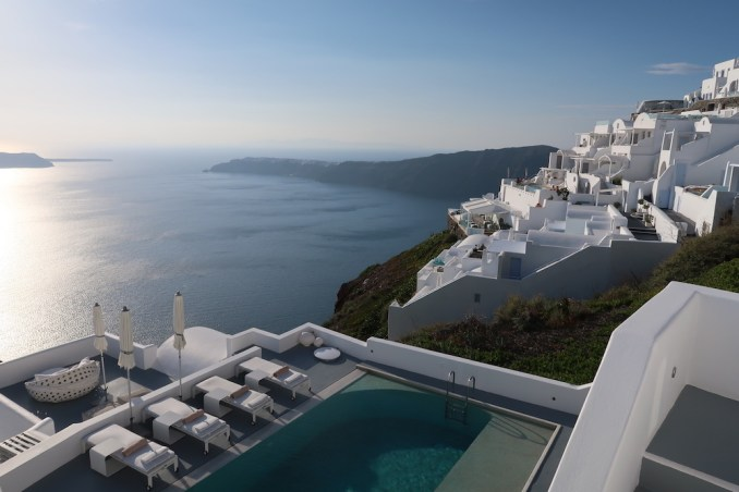 GRACE SANTORINI: THE VILLA