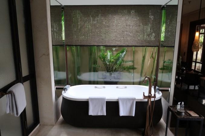 MANDAPA: ONE BEDROOM POOL VILLA - BATHROOM