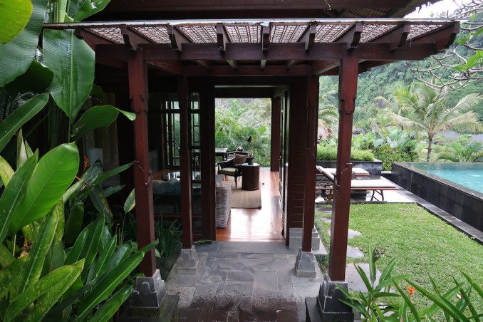 MANDAPA: ONE BEDROOM POOL VILLA - LIVING ROOM