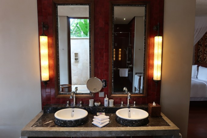 FOUR SEASONS SAYAN: ONE BEDROOM VILLA - BATHROOM