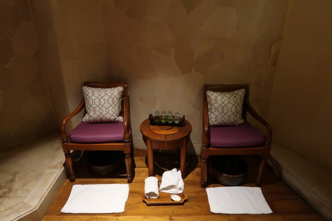 FOUR SEASONS SAYAN: SPA - TREATMENT ROOM