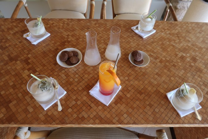 AMANKILA: POOL SUITE - WELCOME DRINKS