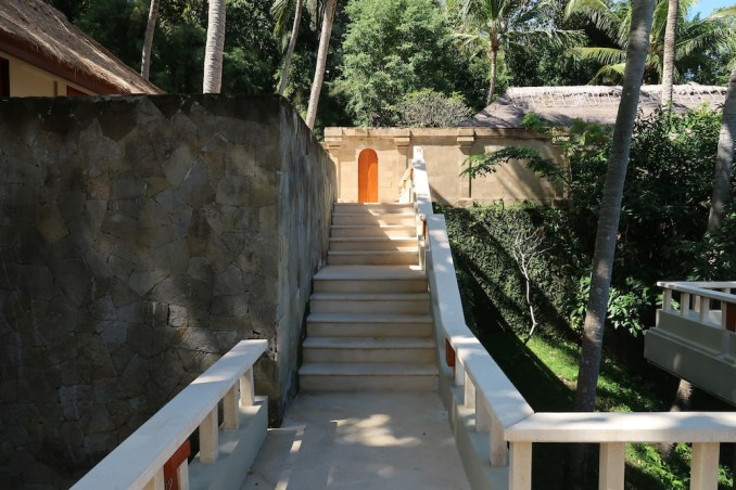 AMANKILA: WALKWAYS TO SUITES