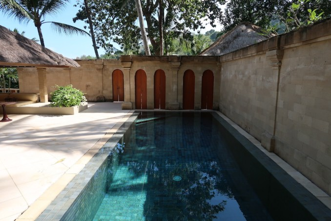 AMANKILA: POOL SUITE - COURTYARD WITH POOL
