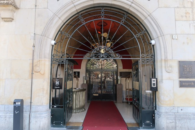 HOTEL TWENTYSEVEN: ENTRANCE