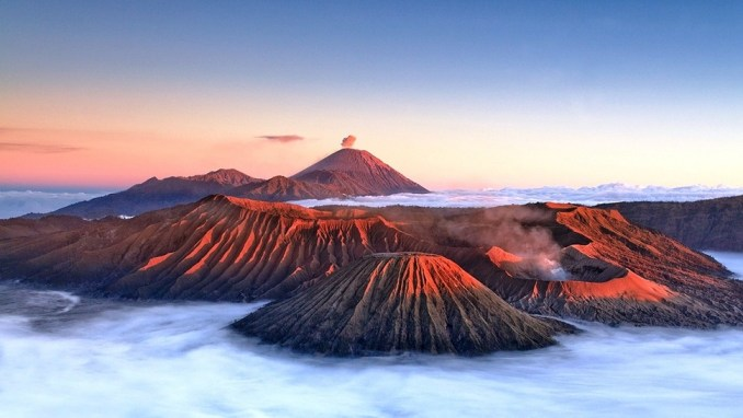 WATCH THE SUNRISE AT MOUNT BROMO