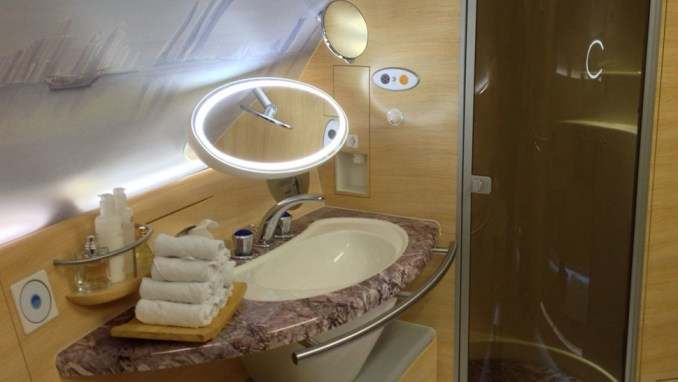 EMIRATES A380 SHOWER