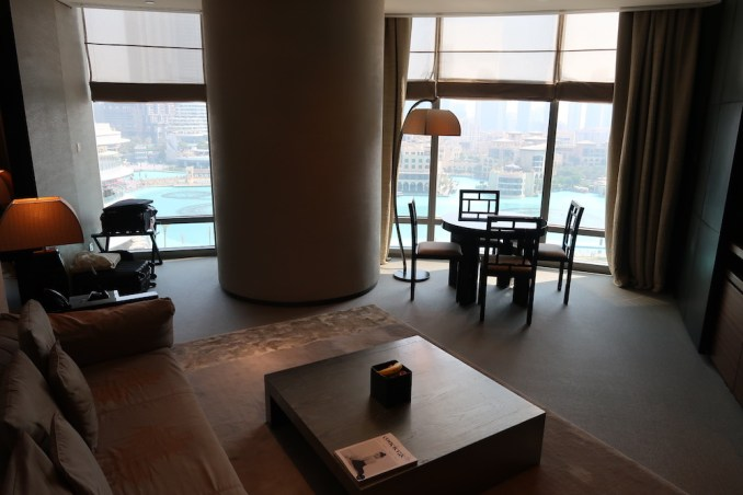 ARMANI HOTEL DUBAI: FOUNTAIN SUITE - LIVING ROOM