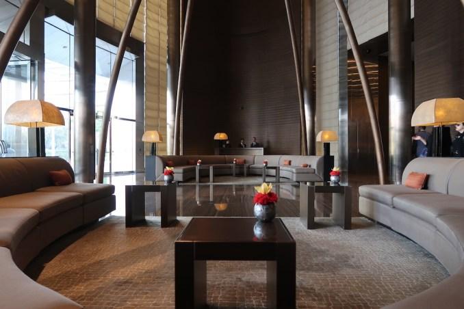 ARMANI HOTEL DUBAI: LOBBY