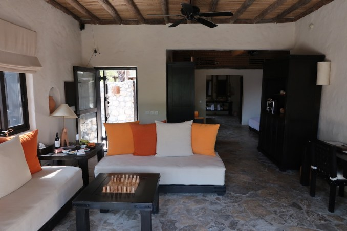 SIX SENSES ZIGHY BAY: SPA POOL VILLA - LIVING ROOM