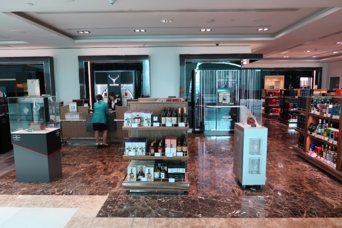 EMIRATES FIRST CLASS LOUNGE AT DUBAI: DUTY FREE SHOPS