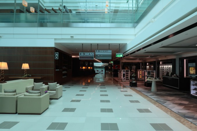 EMIRATES FIRST CLASS LOUNGE AT DUBAI: DUTY FREE SHOPS