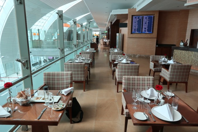 EMIRATES FIRST CLASS LOUNGE AT DUBAI: RESTAURANT