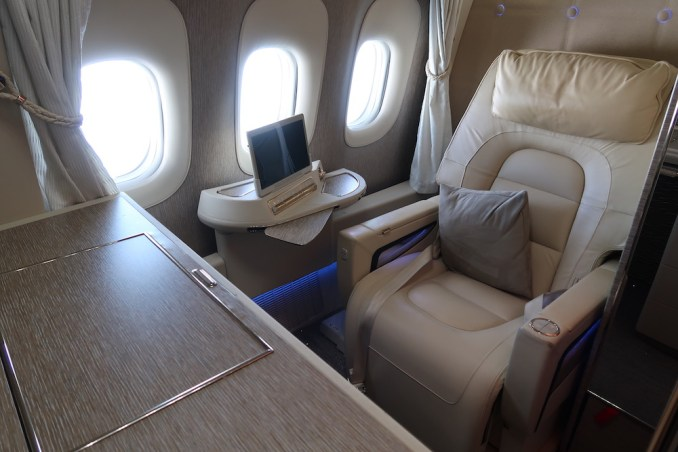 EMIRATES B777 FIRST CLASS SUITE
