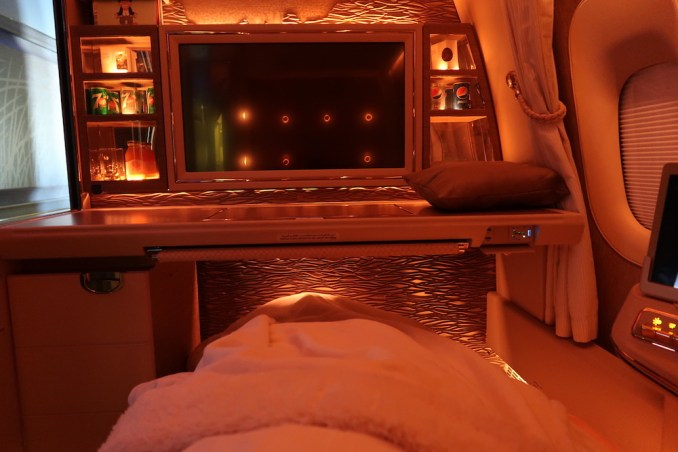 EMIRATES B777 FIRST CLASS SUITE: FLAT BED POSITION