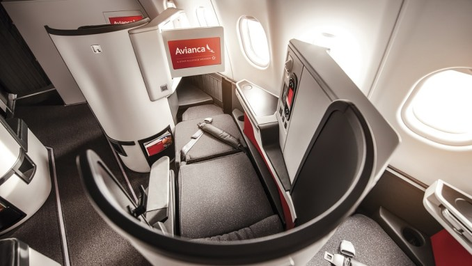 FLYING BUSINESS CLASS IN AN AVIANCABOEING 787