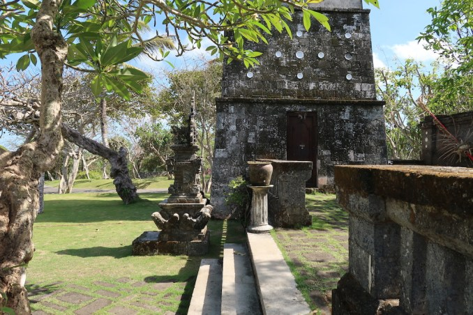 BULGARI BALI: HINDU TEMPLE (BESIDES WELCOME PAVILION)