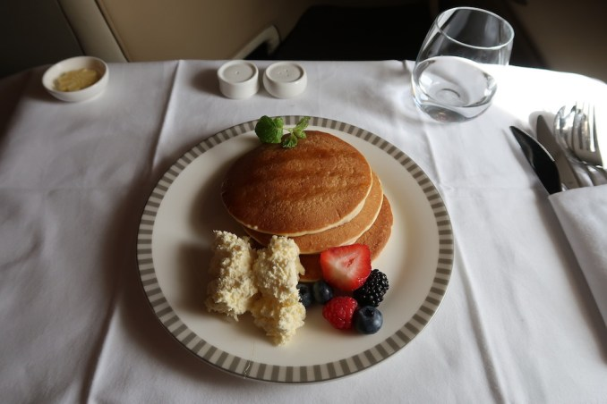 SINGAPORE AIRLINES A380: BUSINESS CLASS - BREAKFAST