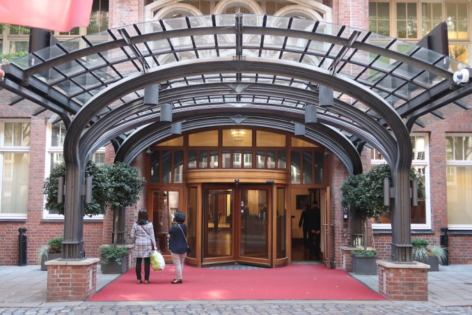 PARK HYATT HAMBURG: ENTRANCE