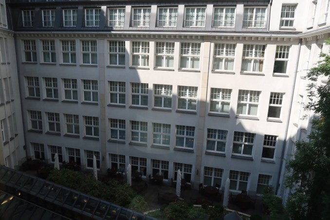 PARK HYATT HAMBURG: DELUXE ROOM (VIEW)