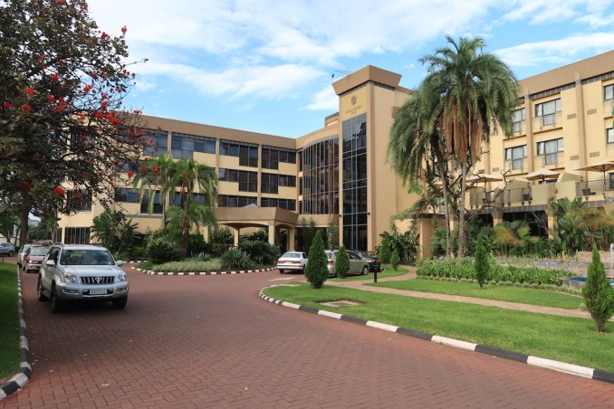 SERENA KIGALI HOTEL: ENTRANCE COURTYARD
