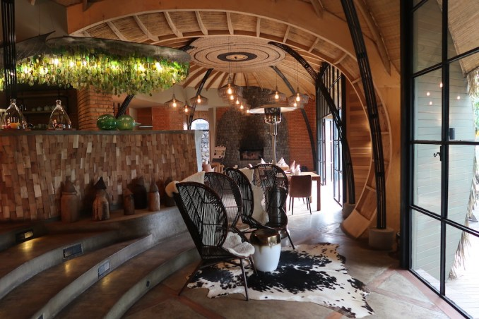 BISATE LODGE: MAIN PAVILION - WELCOME AREA