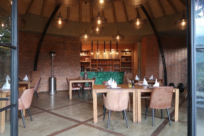 BISATE LODGE: MAIN PAVILION - DINNER ROOM