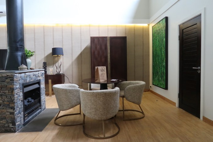 ONE&ONLY NYUNGWE HOUSE: FOREST SUITE - LIVING ROOM